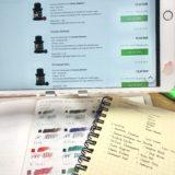 iPadで万年筆のインクの名前を調べてノートに書き写しているところ。